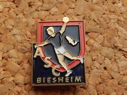 Pin's -  HANDBALL - ASC BIESHEIM - HAUT RHIN 68 - Handball