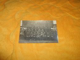 CARTE POSTALE PHOTO ANCIENNE NON CIRCULEE DATE ?. / REGIMENT ?...GRADE AU CENTRE CHIFFRE 35 COL ET CASQUETTE A IDENTIFIE - Regimente