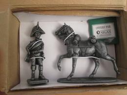 FIGURINE NAPOLEONIENNE 1805 EN ZAMAC DE MARQUE MHSP / MEDAILLE COLLECTOR + OFFICIER D'INFANTERIE + CHEVAL DE CONSTANT - Army