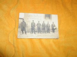 CARTE POSTALE PHOTO ANCIENNE CIRCULEE DE 1915. / CACHET AIX EN OTHE..MILITAIRES CASQUETTE CHIFFRE 47..LIEU VILLE ?... - Regiments