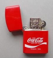 - Briquet Style Zippo. COCA COLA - - Lighters