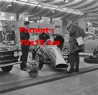 Reproduction D'une Photographie Ancienne Du Stand Lancia Au Salon De L'automobile De Suisse En 1960 - Reproductions
