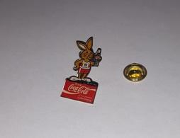 Pin's Coca Cola - Athlétisme / IAAF International Association Of Athletics Federations 92 (époxy) Hauteur: 3,6 Cm - Coca-Cola