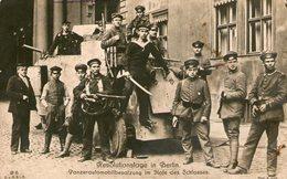 (81)  CPA  Revolutionstage In Berlin  Panzerautomobilbesatzung Im Hote Des Schlosses    (Bon Etat) - Deutschland