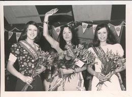KRUISHOUTEM  FOTO 1973 - 74  12 X 9 CM - DE NIEUWE EIKONINGIN 1974 MARIANE DE VRIEZE - Kruishoutem