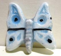 Fève Ancienne Brillante Plate - Joli Papillon Bleu Ciel - Olds