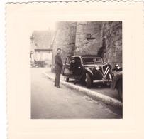 PHOTO 8 X 8 Cm @ AUTOMOBILE TRACTION CITROEN Au Pied D'un Château - Automobiles