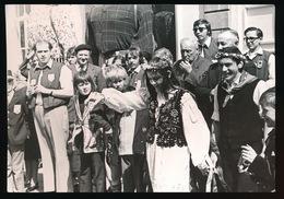 MOERBEKE WAAS   FOTO 1973 - 74  18 X 12 CM - MEIGRAAF EN MEIGRAVIN VOEREN DANS UIT TE MOERBEKE WAAS - Moerbeke-Waas