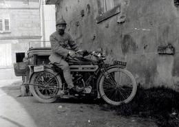 Photo Poilu Sur TRIUMPH Type H 550cc. Tirage Contemporain Argentique Réalisé à Partir Du Négatif 6/9 D'origine. 13/18 - Krieg, Militär