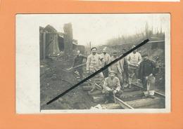 Carte Photo - Militaires Sur Voie Ferrée ( Rails , Rail , Chemin De Fer , Militaire , Soldat , Soldats ) - Chemins De Fer