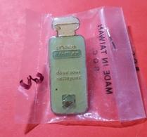 Pin's : L'Oréal Plénitude Doux Sain Nettoyant (cosmétique)  Joli Dans Son Emballage - Perfume