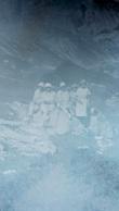 PLAQUE DE VERRE  GROUPE DE PERSONNES EN MONTAGNE   LIEU NON IDENTIFIE 12 X 9 CM - Diapositivas De Vidrio