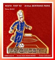 SUPER PIN'S RESTO-FOOT Arthus BERTRAND : Version Tenue CUISINIER BLEUE Pour RESTO-FOOT 92 En ZAMAC Or, 2,2X2,2cm - Arthus Bertrand