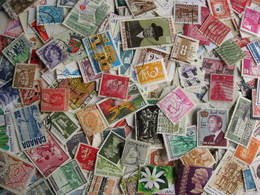 WW Colossal Mixture Of About 1000 Old, New, Large And Small About 27% Commemoratives, 73% Definitives. Worth A Look! - Stamps