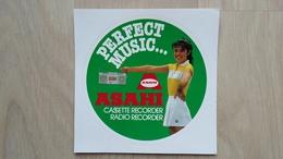Aufkleber Aus Den 1980ern Mit Werbung Für Eine Kassetten-Rekorder Von Asahi - Autocollants