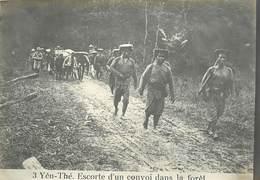 TONKIN /VIET-NAM - 3 -Yen-Thé Escorte D'un Convoi Sans La Forêt (photo Ancienne Format 16,8cm X 11,8cm). - Plaatsen