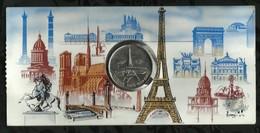 MEDAILLE CARTE . VEDETTES PARIS-TOUR- EIFFEL . MS . BRETAGNE . - Tourist