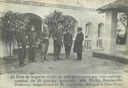 TONKIN /VIET-NAM - 23- Doïs De La Garde Civile (photo Ancienne Format 16,8cm X 11,8cm). - Plaatsen