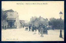 Cpa Du 17  Fouras Place De La Mairie Et Rue Du Marché      YN8 - Fouras-les-Bains
