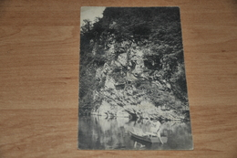 5882-  EN BARQUETTE DE CHINY A LACUISINE, ANIMEE - Chiny