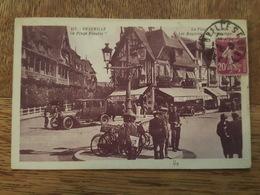 Deauville - La Plage Du Casino - Les Magasins Du Printemps - Vélo De Distribution Du Journal Le Petit Parisien - Auto - Deauville
