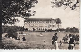 VITTEL - 2 Cartes - Grand Hôtel Et Golf - Champs De Courses Et Vue Sur Golf  PRIX FIXE - Vittel Contrexeville
