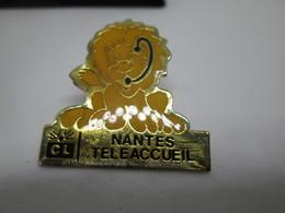 PIN'S    Credit  Lyonnais  NANTES  Teleaccueil - Banques