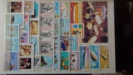 Des Centaines De Timbres Et Blocs Oblitérés Du Monde. Idéal Pour Comléter Ses Thématiques Avions, JO, Oiseaux ... - Collections (en Albums)