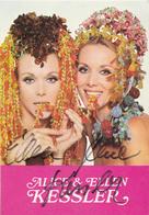 SEXY - KESSLER TWINS : ALICE & ELLEN KESSLER With ORIGINAL AUTOGRAPH Dated 31 AUGUST 1971 In BUCHAREST / ROMANIA (aa200) - Artistes