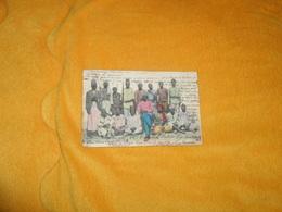 CARTE POSTALE ANCIENNE CIRCULEE DE 1905. / ECRITE A CATANIA ITALIE..GRUPPO DI INDIGENI NIAM-NIAM COL LORO CAPO..CACHETS - Cartes Postales