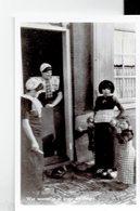 """THE NETHERLANDS - PHOTOCARD - GROUP OF LADIES IN CUSTUMES """"WAR WORREN ZE AL GROOT DEE JONGES - B.HARTOG -SPAKENBURG POST - Kostums"""