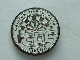 PIN'S FLECHETTE - DARTS - CARMES DARTS CLUB - MELUN - Badges