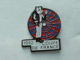 PIN'S FLECHETTE - DARTS - 1992  COUPE DE FRANCE - Badges