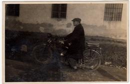 FOTOGRAFIA - MOTOCICLETTA - MOTORCYCLE - Formato Cm. 8 X 5,5 Circa - 1930 - Vedi Retro - Photos