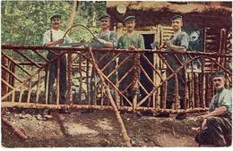 OSTEN - Feldgraue Beim Bau Eines Unterstandes Im Walde - N° 133 - Niet Gelopen - 1914-18
