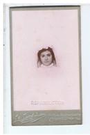 PHOTO ANCIENNE-CARTONNÉE-PETIT PORTRAIT D'UNE JEUNE FILLE-CL N° 8- PHOTOGRAPHE Ls LANG JEUNE ..MONTELIMAR-6,4 X 10,8 Cm - Personnes Anonymes