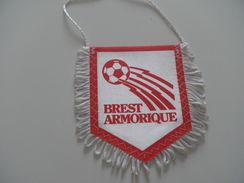 Fanion Football - BREST ARMORIQUE - Habillement, Souvenirs & Autres