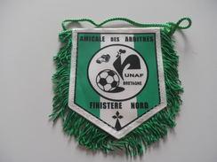 Fanion Football - ARBITRES - FINISTERE NORD - Habillement, Souvenirs & Autres