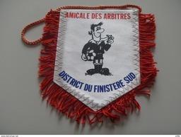 Fanion Football - ARBITRES - FINISTERE SUD - Habillement, Souvenirs & Autres