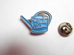 Beau Pin's , Arrosoir Cruile Chardon ?? - Badges