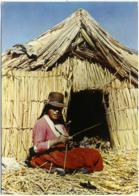 PERÙ  PUNO  Lago Titicaca  Mujer De Los Uros  EMA Stamp Hotel Riviera - Perù