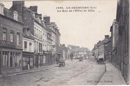 LE NEUBOURG - La Rue De L'Hôtel De Ville - Voitures - Le Neubourg