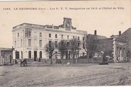 LE NEUBOURG - Les P.T.T Inaugurées En 1912 Et L'Hôtel De Ville - Le Neubourg