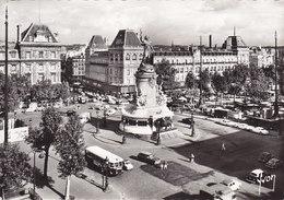 PARIS… En Flânant – Place De La République ( 4cv 404 403 Car Bus …) - Places, Squares