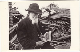 Old Man - Destroyed House - Nothing Insured Except A Direct Hit From Halley's Comet - Sterrenkunde