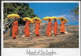 SRI LANKA - MONACI BUDDISTI - FORMATO GRANDE 17X13 - VIAGGIATA 2001 FRANCOBOLLO ASPORTATO - Bouddhisme