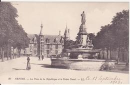 CPA - 90. NEVERS La Place De La République Et Le Palais Ducal - Nevers