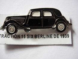 PIN'S TRACTION 15 SIX BERLINE  DE 1939 ESTAMPILLE EDITIONS ATLAS - Pin's