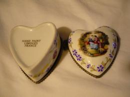 Porzellen-Dose In Herzform - Galantes Paar (667) - Limoges (FRA)