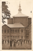 Sint-Truiden / St. Trond : Klein Seminarie ( Veel Studenten Op De Koer ) - Sint-Truiden